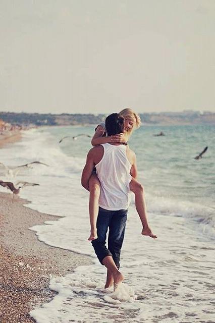 良い恋愛の定義 カップル 海