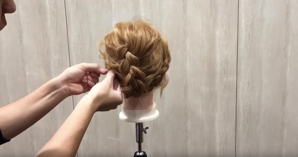編み込み&三つ編みでまとめ髪|スタイリング⑤全体のバランスを崩して完成