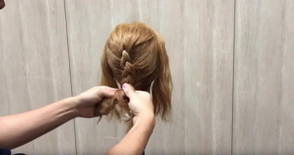 編み込み&三つ編みでまとめ髪|スタイリング①後ろ髪を三つ編みに