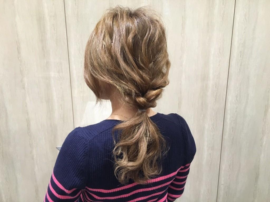 人気のヘアアレンジ「少し三つ編みウェーブヘア〜セミディ編〜」|CARE AOYAMA渡辺義明3