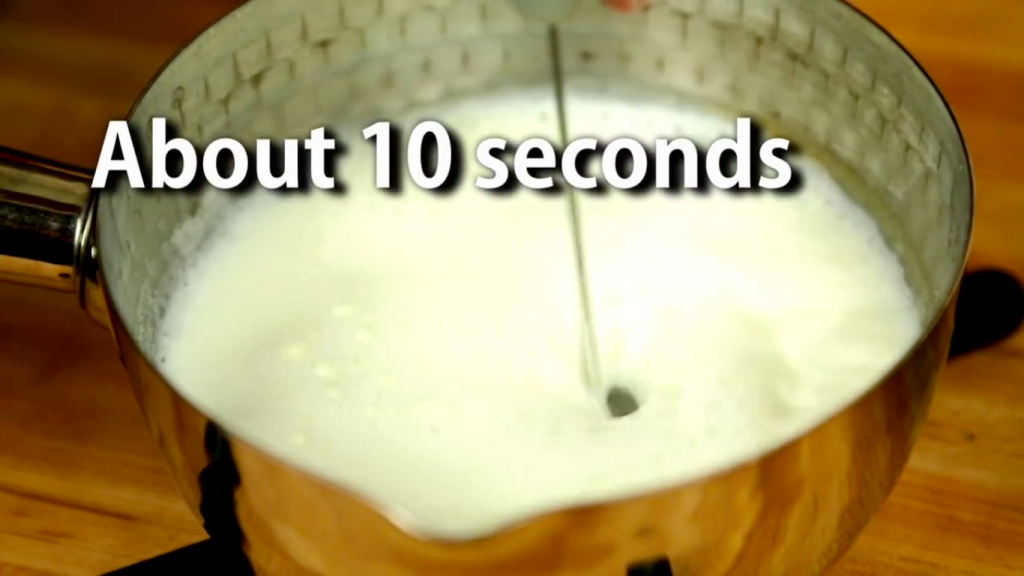 自宅で簡単3分で作れる「抹茶ラテ」レシピ!