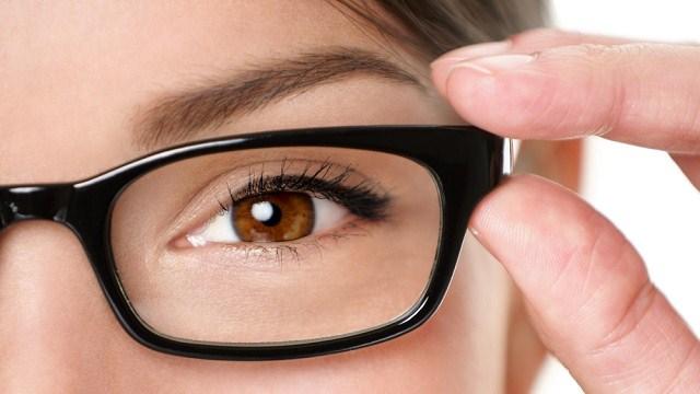 実は悩んでる人が多い脾粒腫!あの目の下の白いぶつぶつの治し方