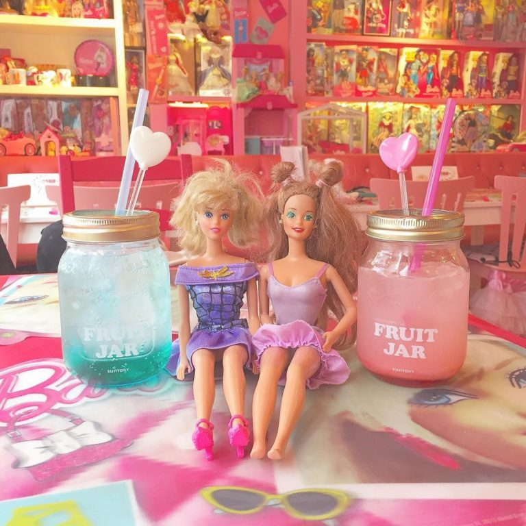 Pink Holiday Cafe