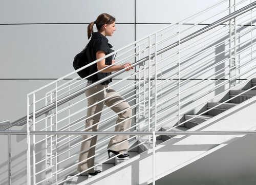 階段を使ってカロリー消費!